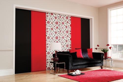 panel rojo y negro